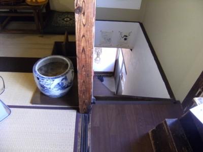 2010.12.123 北品川「クロモンカフェ」で龍馬ゆかりの?火鉢と対面 018.jpg