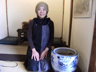 2010.12.123 北品川「クロモンカフェ」で龍馬ゆかりの?火鉢と対面 033.jpg